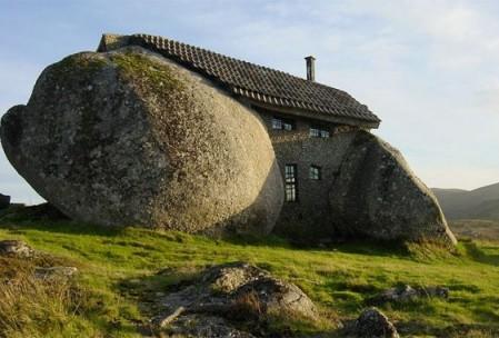 """Une maison en pierre """"taillée"""" sur mesure"""