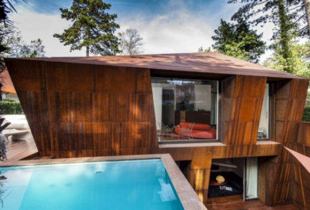 La villa bateau entre bois et piscine